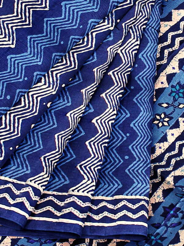 Handloom Moonga Mulberry Silk Saree in Tints and Shades of Blue 8