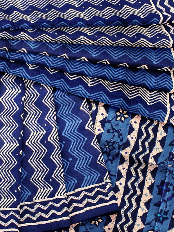 Handloom Moonga Mulberry Silk Saree in Tints and Shades of Blue 9